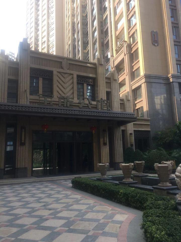 深圳市福田区广深高速公路北的宝能城市公馆