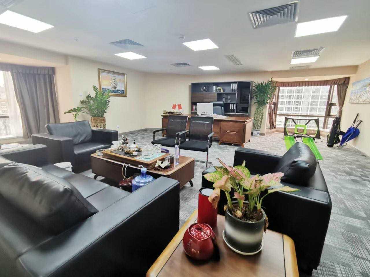 国贸大厦高区电梯口全套家私办公室出租