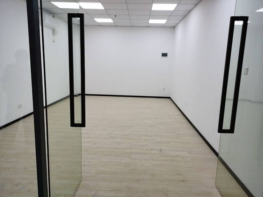 西丽塘朗地铁口新出小面积60平,租金4600