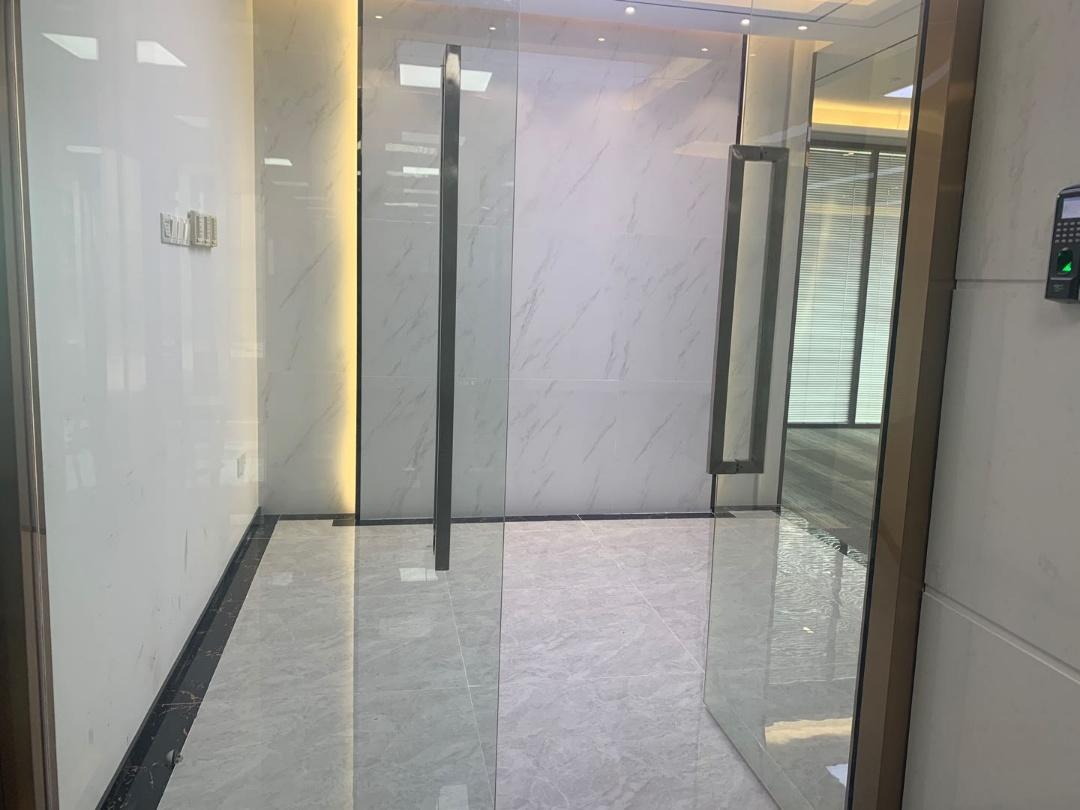 南山高新园地铁口大冲商务中心精装修471平电梯口双面采光业主直租